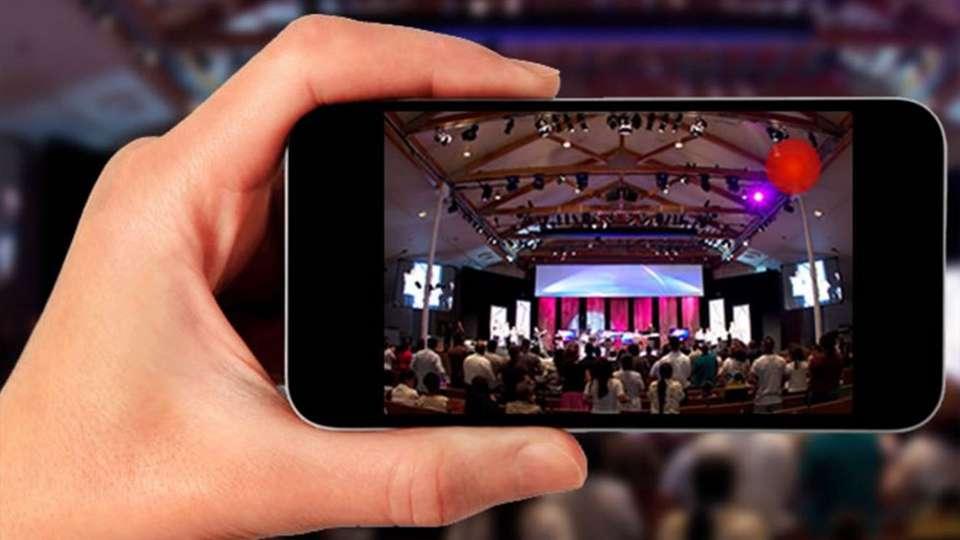 Nuevas plataformas como YouTube y Facebook Live permiten hacer streaming desde un smartphone